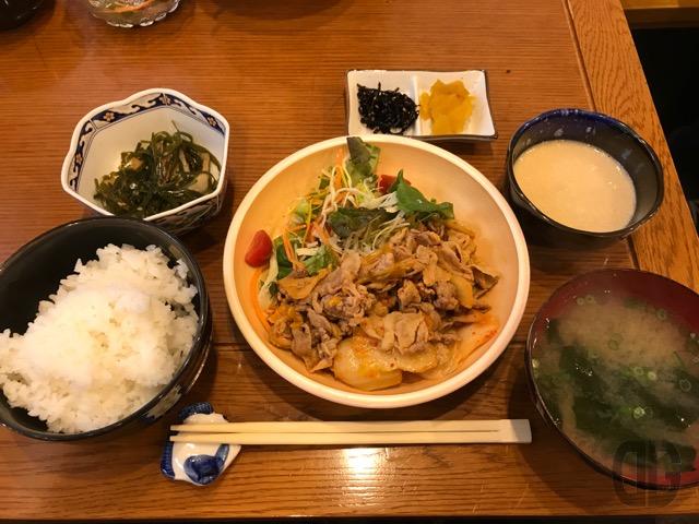 神楽坂 お腹袋(おふくろ) 〜 豚キムチ炒め定食をいただく