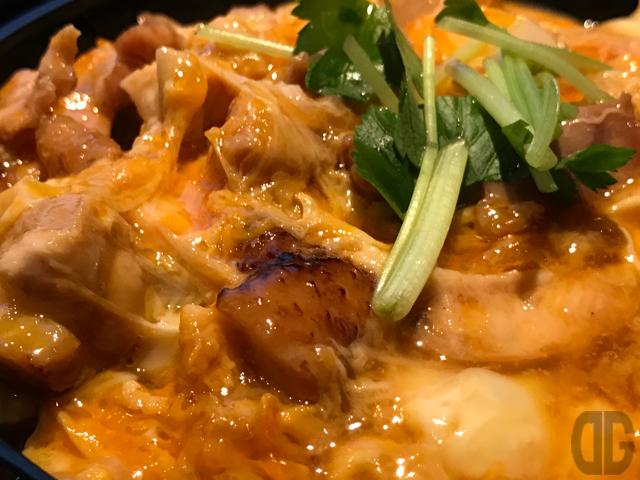 神楽坂 あべや 〜 比内地鶏の親子丼と稲庭うどんのセットをいただく