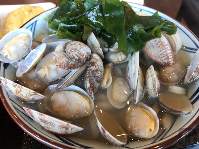 飯田橋 丸亀製麺 〜 春のあさりうどんは超ボリューミー。終了前に食べておかなきゃソン!