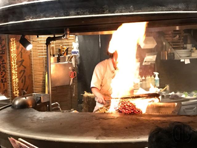 六本木 わらやき屋 で豪快なわらやきパフォーマンスを楽しみながら土佐料理を楽しむ