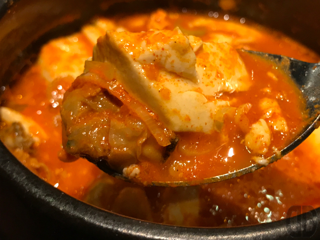 韓国料理 炭火焼肉 KollaBo 神楽坂店 の肉野菜炒めと純豆腐チゲのセットは超ボリューミーでお腹いっぱい♪