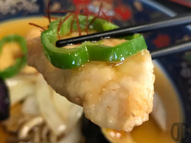 神楽坂 割烹 加賀 でお得な日替わりランチ 梶木鮪の黒酢あんかけ御膳 をいただく
