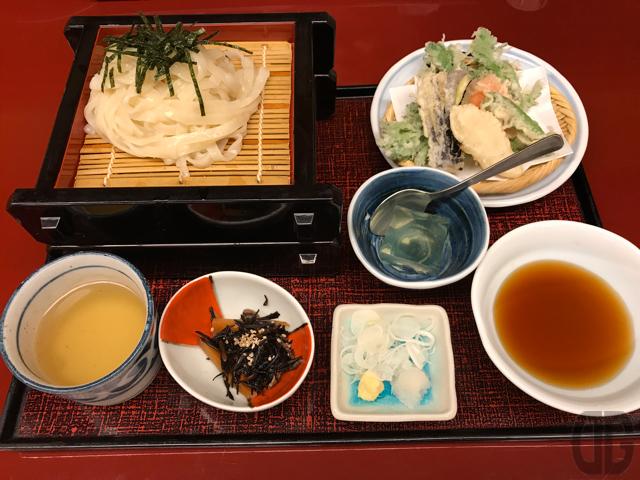 神楽坂 別亭 鳥茶屋 で野菜天せいろうどんをいただく。うどんは2枚盛り♪