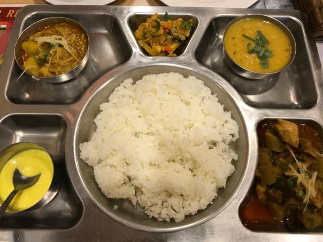 SANSAR(サンサール)(東新宿)はアットホームなネパール、インド料理専門店