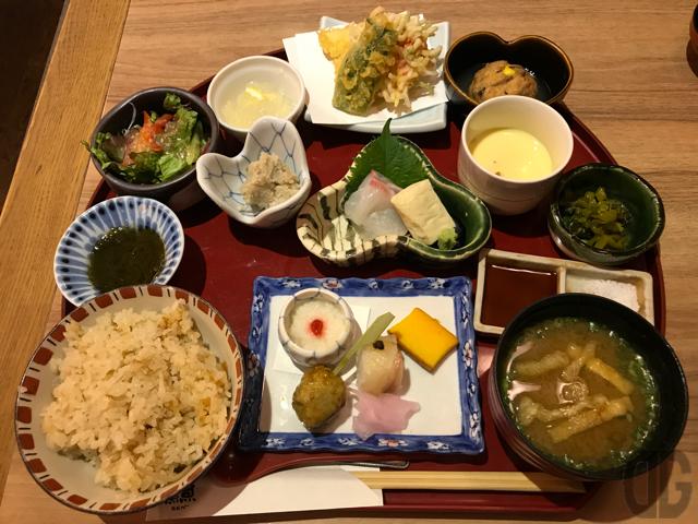 神楽坂の「うを匠 鱻」(SEN)の十菜膳をいただく。見る楽しみ、食べる楽しみ