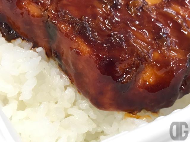 飯田橋 ブリうま食堂のブリデカ弁当のブリは肉厚&柔らかくてタレとの相性もバツグン!