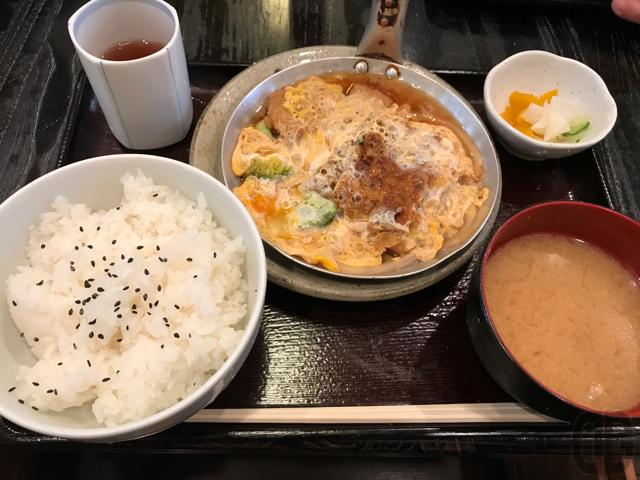 飯田橋の「房州っ子」で久々にかつなべ定食をいただきました。やっぱり定期的に訪問するのも重要ですね。
