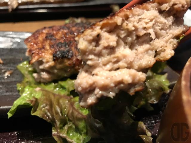 炭火焼干物食堂越後屋亀丸(飯田橋)で何故かハンバーグを食べる。でも美味しんだコレが。