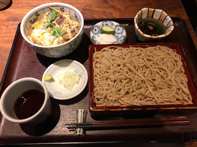 蕎庵・卯のや(飯田橋)の日替わり昼膳は蕎麦と丼を同時に楽しめるおトクなセット