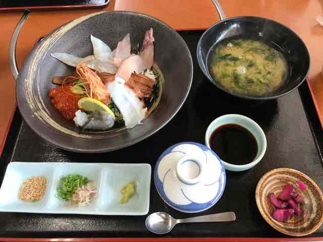 播州赤穂のくいどうらくで豪・海鮮丼をいただく。まさに豪快な海鮮にびっくり!【セカウマ牡蠣生産者視察記2017夏】