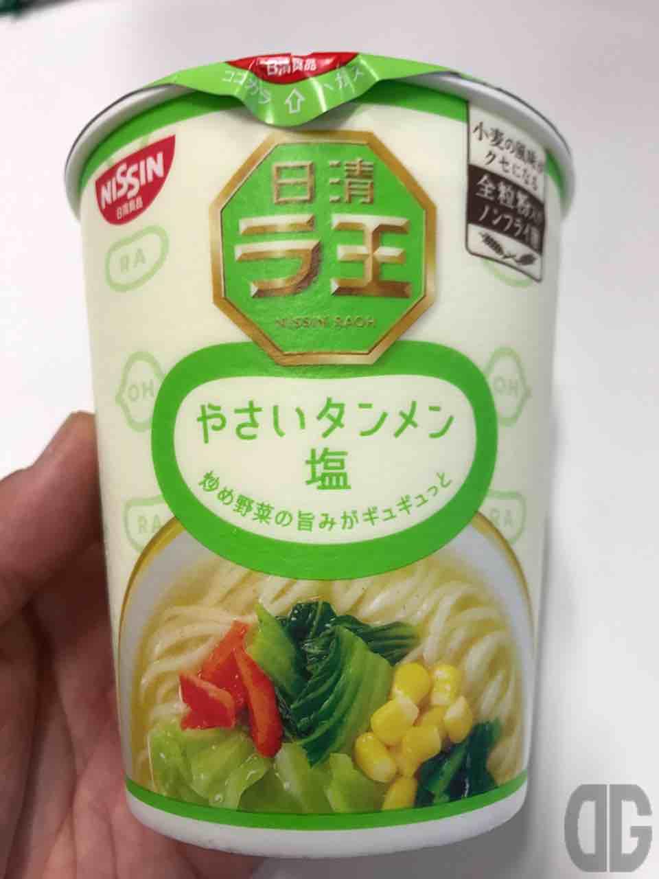 日清 ラ王 やさいタンメン塩は、サッパリとしたスープの味とコシのあるツルツル麺の食感が美味しい