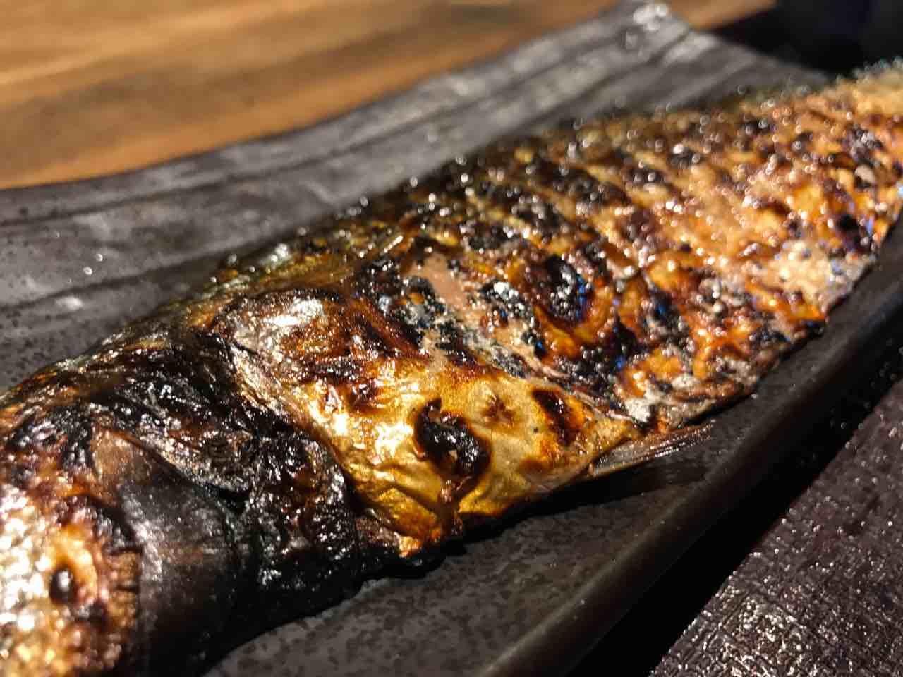 炭火焼干物食堂・越後屋亀丸(飯田橋)でさばの文化干し定食をいただく。安定した干物とご飯の美味しさにホッとする