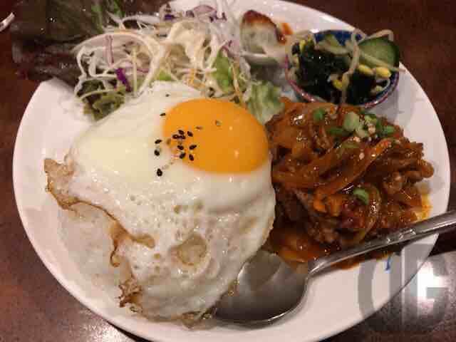 韓国家庭料理ソウル・서울(飯田橋)で新メニュー、ワンプレートランチ+ハーフ冷麺をいただく。何が出てくるかはその日のお楽しみ♪