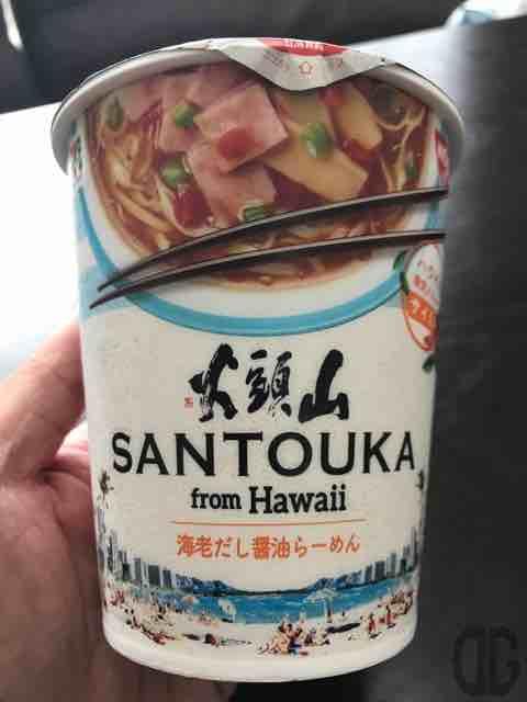 セブンイレブン限定。山頭火 from Hawaii 海老だし醤油らーめんは逆輸入された日本の味。スパム風ハムとレッドベルペッパーがハワイっぽい