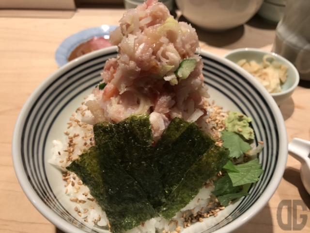 日本橋海鮮丼つじ半神楽坂店でぜいたく丼の梅をいただく。梅でも十分満足できる内容とボリューム!