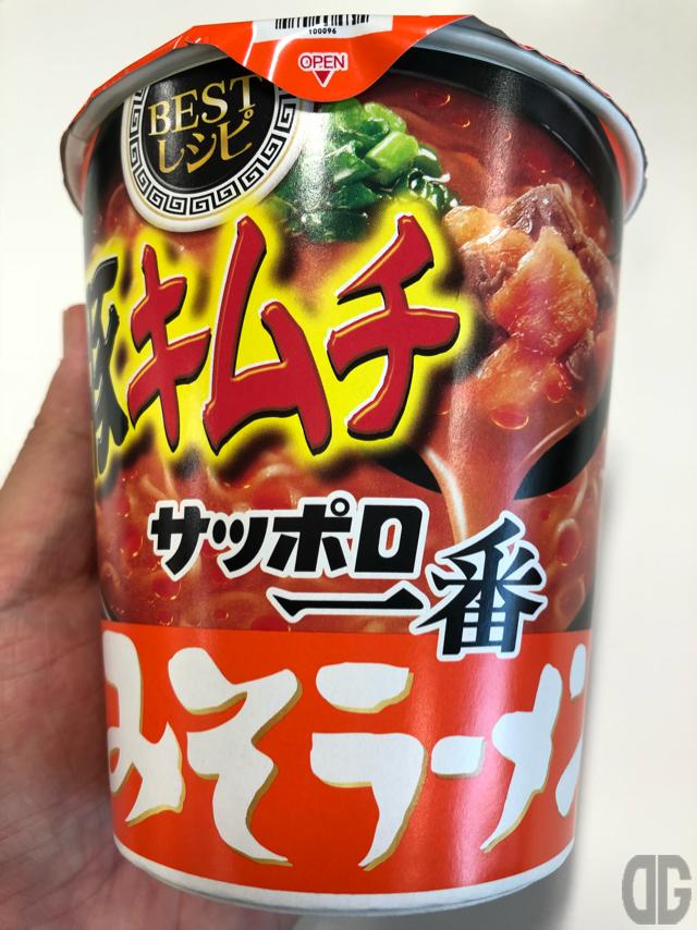 サッポロ一番みそラーメンBESTレシピ豚キムチ(サンヨー食品)は、みそラーメンにキムチという鉄板の組み合わせ!カップ麺で再現したことに感謝
