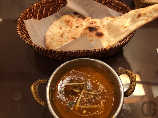 インド料理「想いの木」(神楽坂)のカレーは本格派。ナンとの相性もバツグン♪