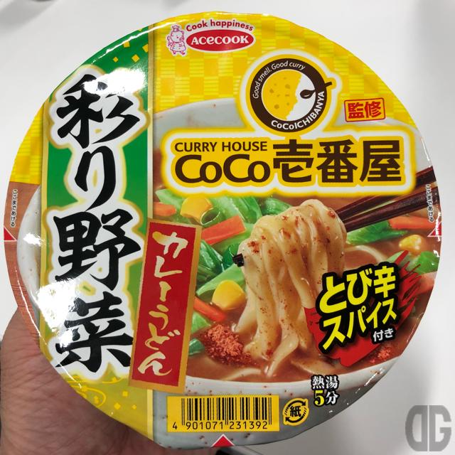 CoCo壱番屋監修彩り野菜カレーうどん(エースコック)はその名に恥じない彩りあふれる野菜たっぷりな和風カレー風味のうどん!