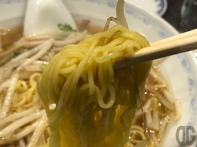 締めに三吉屋で昔ながらの中華そばと餃子をいただきました